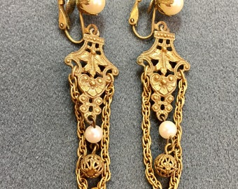 Vintage Gold Tone and Faux Pearl Clip Earrings.  Free shipping
