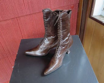Vintage 1910s 1920s brown leather high top shoes high heel pointy toes unworn unused original cotton laces (121017)
