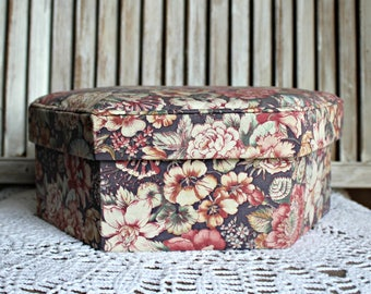 Vintage. Jewelry storage. Box. Floral.