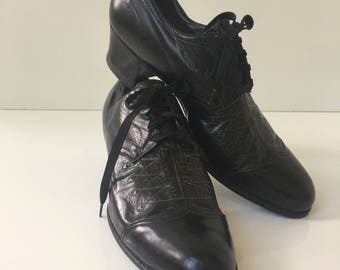 Vintage Womans Dr Locke Leather Oxfords with Heel 1940s Black