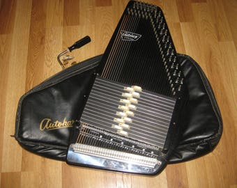 Autoharp Oscar Schmidt 15 Chord made in the USA with Faux Leather Padded Case