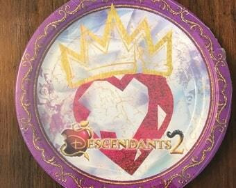 Disney Descendants 2 Party Theme Dinner Plates 8ct Party Supplies