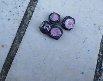 quatre perles carrées en céramique raku roses et noir style romantique