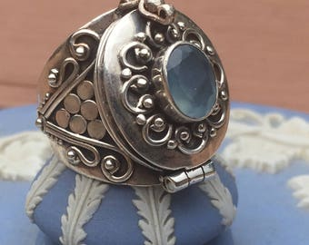 Free shipping in US on orders over 40 dollars-Chalcedonyx Poison Ring, Secret Box 92.5 Silver