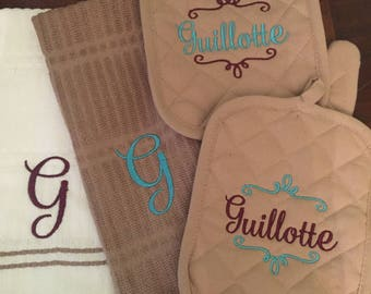 Personalized Kitchen Set with Pot Holders, Oven Mitt, and Hand Towels Gift Set