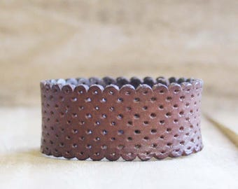CUSTOM HANDSTAMPED narrow brown leather cuff with scallop desig by mothercuffer