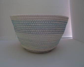 Basket in cotton rope