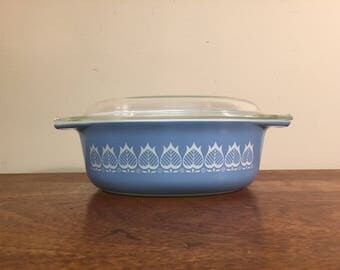 Pyrex Blue Tulip Promotional Oval Decorator Casserole Dish 043 with Lid 943-C, 1.5 quarts