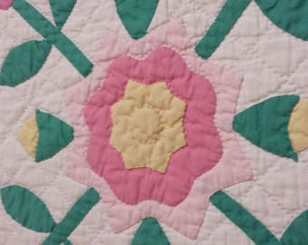 Beautiful antique/vintage Rose of Sharon quilt in pinks and greens