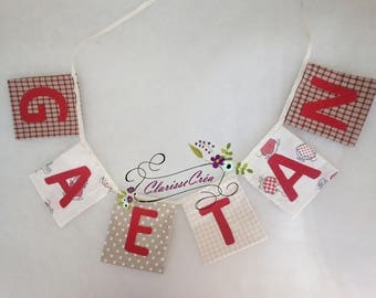 "Garland ""pockets"" square with name in red and beige"
