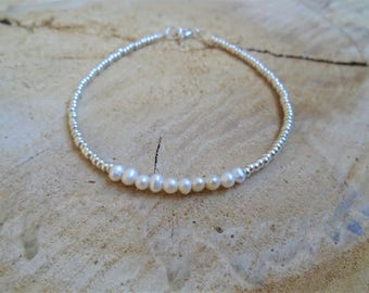 Bracelet freshwater pearls and silver / / thin and minimalist