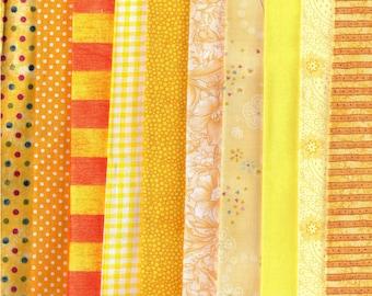 Lot de 10 coupons coton jaunes de 25cm x 25cm.
