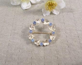 Beautiful Vintage Gold Tone Blue Rhinestone Wreath/Circle Brooch  DL#3131