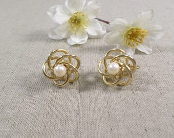 Beautiful Vintage Gold Tone Pair Of Faux Pearl Clip On Earrings  DL#3284