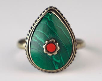 Vintage Green Pear Stone Ring Faux Gemstone Red Gold Bezel Set Statement Jewelry Size 8.5