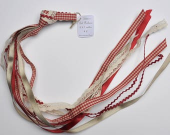 Lot 5 matching ribbons 1 m red and ecru (lot 1)
