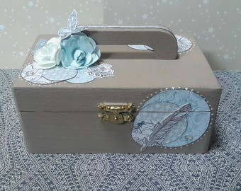 Wooden box with handle scrappee linen and blue in a shabby chic to customize