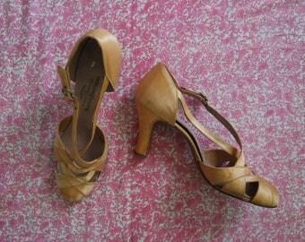 Vintage 1930s Silk Pumps - Peach Silk Heels