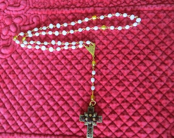 """STRAND of faceted pearls and gold with 6 and 8 mm with a cross """"Jewel""""."""