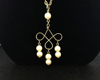 Vintage AVON Gold necklace with Pearl Detail