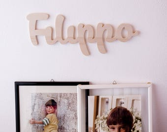 Italics in natural wood to hang