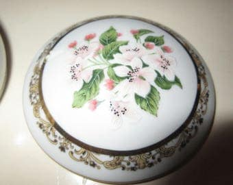 BOUQUETS OF LOVE Musical Trinket Box