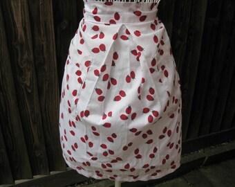 Ladybird Apron, White Apron, Vintage Apron, Half Apron, 1970s Apron, Granny Chic, Cotton Apron, Vintage Pinny, Granny Apron, Printed Apron