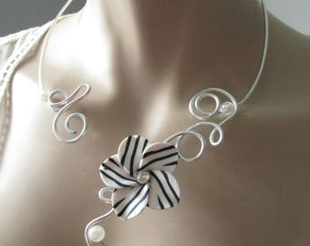 "Necklace + earrings ""Zebra"" flower & pearls"