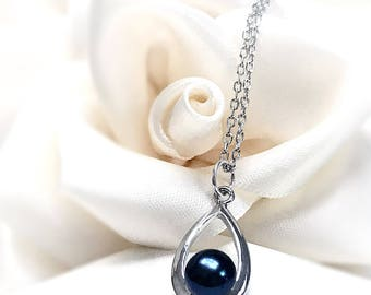 Black Freahwater Pearl on 925 Sterling Silver Teardrop Pendant.