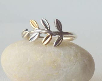 Sterling Silver Vintage 925 Silver  Band Ring, Simple Leaf Ring, Girls Ring, Size 7, 70's Small Ring, Romantic 925 Ring, Simple Ring