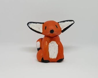 Minaiture fox figurine
