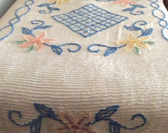 Vintage floral chenille bedspread full/queen
