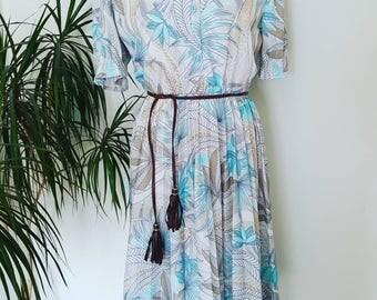 Vintage dress size 14 leaf print fabric made in France - palm leaf - leaf design - summer dress - Fab