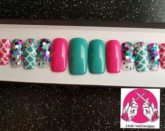 Mermaid | Glitter | Sea Shells | Pretty Hand Painted False Nails | Little Nail Designs