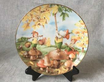 """Vintage Woodmere Little People Limited Edition Collectors Plate, """"Painting the Leaves"""""""