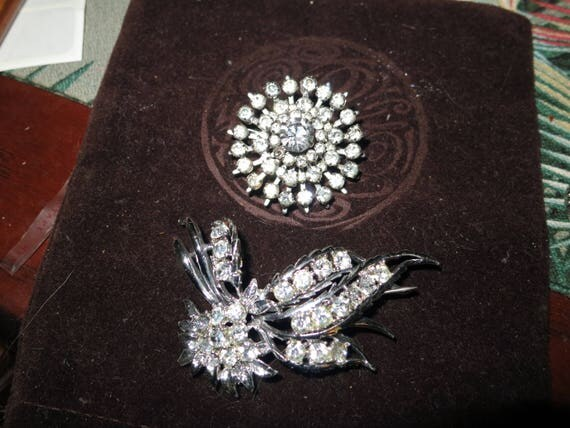 2 Lovely vintage silver metal rhinestone brooches