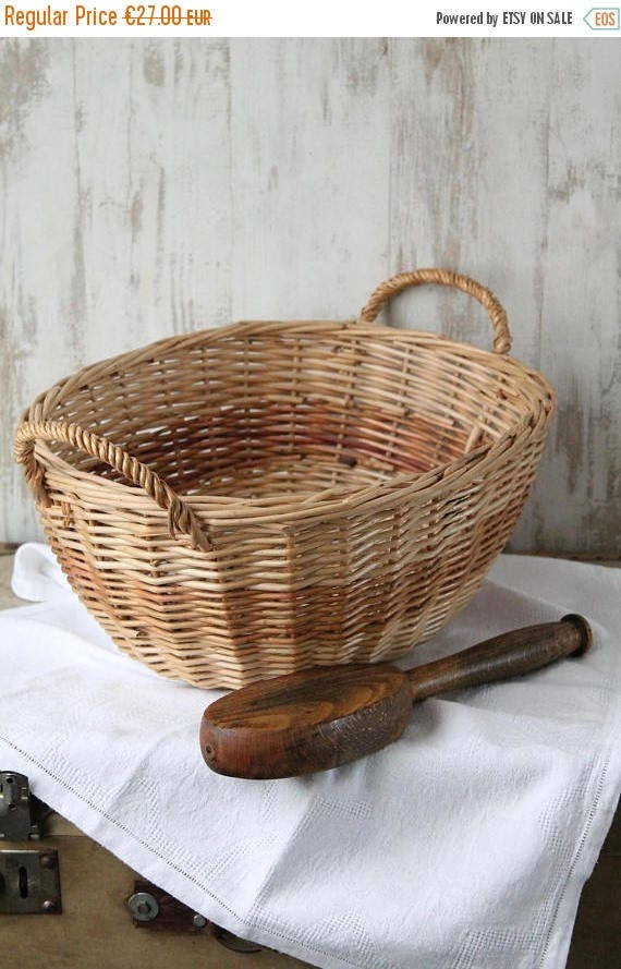 panier vintage en osier pour le petit linge d coration de. Black Bedroom Furniture Sets. Home Design Ideas