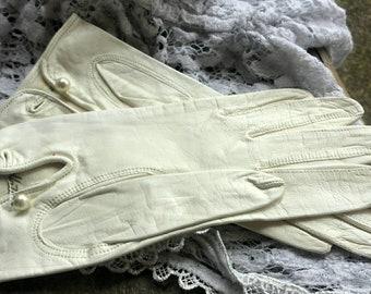 White Hattie Carnegie gloves from the 50's