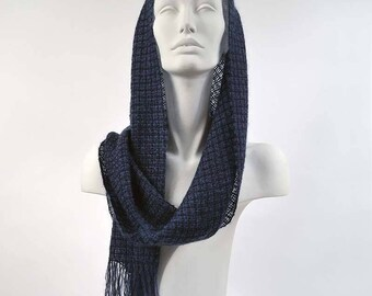 Navy blue handwoven scarf in kidmohair and tencel. Kidmohair sheer scarf, woven by hand, indigo color.