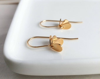 Dangling gold earring. Gold coin earring. Gold disc earring. Minimalist gold earring. Gold teardrop earrings. Gold drop earrings.