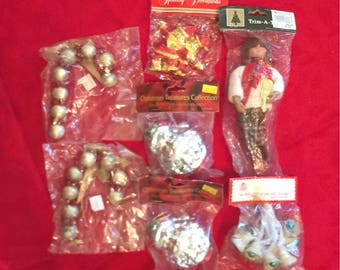 5 Vintage Christmas Tree Ornaments STILL in ORIGINAL PACKAGES Commodor