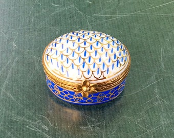 French Limoges hand painted trinket/pill box,Vintage Blue gold and white trinket box,Small trinket/pill box