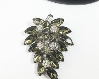 Weiss Rhinestone Brooch, Vintage 1950s 1960s Designer Signed Cluster of Grapes Pin in Smoke Tone Clear Round and Marquis Rhinestones