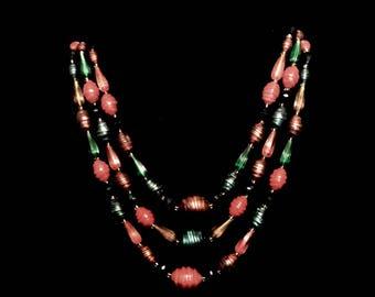 A 50s 3 Strand Bead Necklace        GJ2672