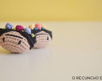 Frida Kahlo brooch, crochet brooch, brooch amigurumi, Frida Kahlo, Frida Kahlo Amigurumi, Cotton Frida brooch, Frida Amigurumi brooch