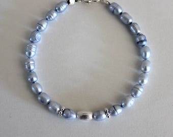 Beaded bracelet with natural freshwater light purple pearls and and sterling silver 925