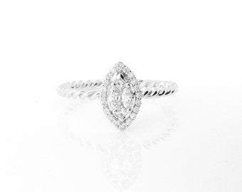 Diamond Engagement Ring in 18K White Gold.