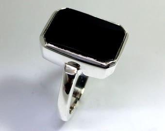 Sterling silver black onyx vintage ladies ring.