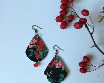 Black pendant paper earrings with red roses.
