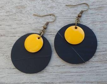 Round earrings in inner inner and yellow - enameled sequin discs - dangle earrings - earrings recycled tyre tube earrings